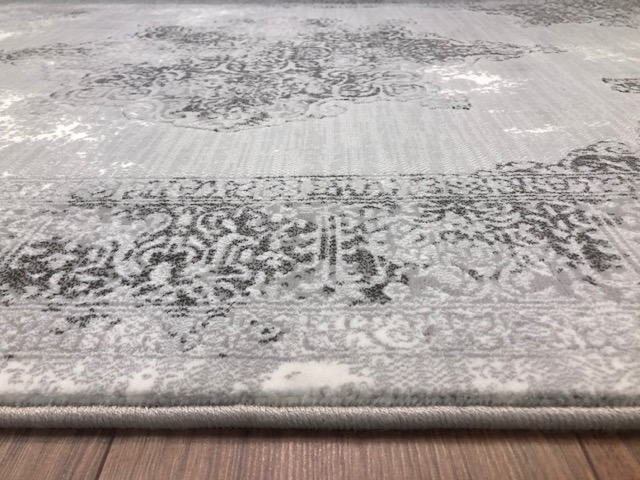 Vintage Tradtional Rug Silver Detail